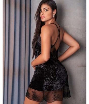 Pijama Sensual para Mujer Batola en Terciopelo y Encaje Negro