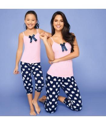 Pijama-busa-clasica-rosado-detalle-pantalon-capri-corazones-niña-azul