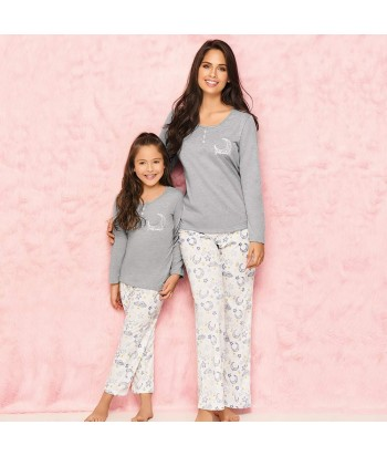 Pijama-pantalón-largo-estampado-blanco-camiseta-manga-larga-detalle-escote-gris-niñar-comodo-noche-luna-estrellas