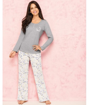 Pijama-pantalón-largo-estampado-blanco-camiseta-manga-larga-detalle-escote-gris-mujer-comodo-noche-luna-estrellas