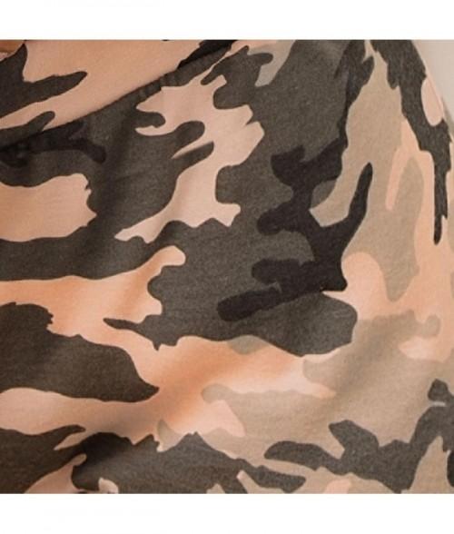 Blusa de tiras estampada con espalda de escote profundo juego de tiras y short camuflado con detalle en los costados.